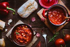 Papryka, pomidory, świeży chleb.. palce lizać!