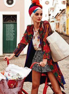 """Edição de Março/2013 da revista Marie Claire Austrália - Editorial """"Living in Colours"""". Estrelado pela top Denisa DvoraKova, e fotografado por Nicole Bentley"""