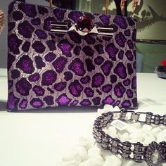 Mawi clutch is the perfect fashion accesory any girl could ask for! #shophmns
