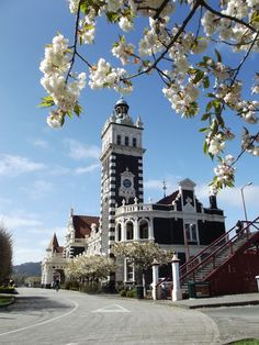 Train Station, Dunedin, New Zealand In an eclectic, revived Flemish renaissance style, (Renaissance Revival architecture) Nz South Island, New Zealand South Island, Auckland, Beautiful Islands, Beautiful Places, The Places Youll Go, Places To Go, Dunedin New Zealand, Hong Kong