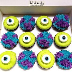 Monsters Inc, potwory i spółka, cupcakes Disney Cupcakes, Disney Desserts, Cute Cupcakes, Disney Food, Cupcakes Decoration Disney, Disney Cakes Easy, Disney Cake Pops, Cupcake Decorating Party, Monster Inc Party