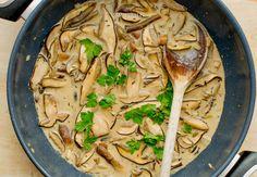 Mushroom sauce with white wine and parsley