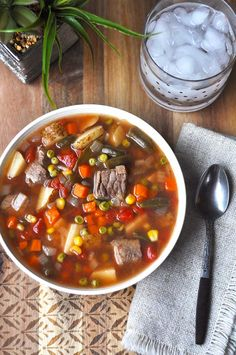 Old Fashioned Vegetable Beef Soup - Quick, easy and healthy dinner idea #fallsoup #soup #hamburgersoup Beef Soup Recipes, Vegetable Soup Recipes, Crockpot Recipes, Dinner Recipes, Cooking Recipes, Bob Evans Vegetable Soup Recipe, Beef Soups, Vegetable Stew, Dessert Recipes