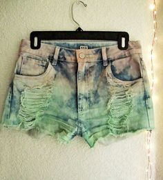CUTE HIGH-WAISTED DIP-DYED SHORTS - SIZE M Starting price $13 # fashion #highwaisted #shorts #UNIQ #MiniShortShorts