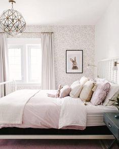 Wallpaper: Queen Anne
