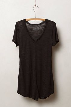 black v-neck short sleeve t-shirt How To Have Style, Style Me, Camisa Lisa, Anthropologie, Fashion Outfits, Womens Fashion, Minimalist Fashion, Capsule Wardrobe, Everyday Fashion