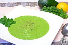 Diese cremige Grünkohlsuppe ist voll von wertvollen Antioxidatien, Vitaminen und Mineralstoffen. Zudem enthält sie jede Mene gesunde Fette. Ein echter Gesundheitsbooster.