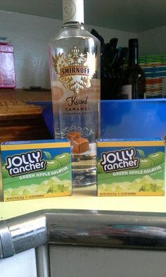 Not a caramel guy but the fact that there is Jolly Rancher Green Apple jello excites me! Not a caramel guy but the fact that there is Jolly Rancher Green Apple jello excites me! Jello Shots Recept, Jello Pudding Shots, Jello Shot Recipes, Jello Shooters Recipe, Fireball Jello Shots, Drink Recipes, Salad Recipes, Party Drinks, Fun Drinks