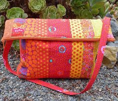 Kaffe Fassett Quilting and Sewing - Here is another Free Pattern Day with more than 40 free sewing and quilting patterns for Kaffe Fassett fabrics! There are patterns for qui. Messenger Bag Patterns, Bag Patterns To Sew, Sewing Patterns Free, Free Sewing, Quilt Patterns, Free Pattern, Handbag Patterns, Block Patterns, Flipflops