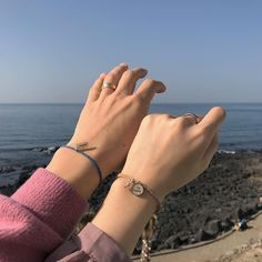 My hands looks better when it is close to your hands. Couple Ulzzang, Ulzzang Girl, Hand Photography, Couple Photography, Cute Relationship Goals, Cute Relationships, Cute Couples Goals, Couple Goals, Cover Wattpad