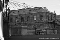 HINTENRUM   Die Oper aus der Blickrichtung Albertina betrachtet. Albertina, Walking, Vienna, Louvre, Building, Travel, Pictures, Opera, Viajes