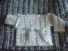precioso jubón en amarillo suave y blanco