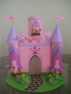 piñata castillo frozen - Buscar con Google Milk Carton Crafts, Diy For Kids, Crafts For Kids, Paper Butterfly Crafts, Castle Crafts, Castle Project, Cardboard Castle, Girl Birthday Themes, Kids Board