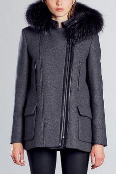 1dacb5c353 Manteau 3/4 drap de laine gris vraie fourrure Gabie Zapa sur MonShowroom.com