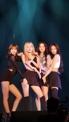 Find images and videos about rose, blackpink and lisa on We Heart It - the app to get lost in what you love. Kim Jennie, Kpop Girl Groups, Korean Girl Groups, Kpop Girls, Blackpink Photos, Group Photos, Blackpink Memes, Blackpink Video, Kim Jisoo