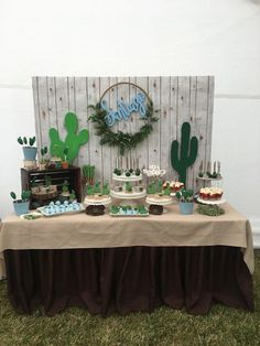 Cactus theme baby shower - Desert Cactus Party Theme Ideas - Cactus theme baby shower Best Picture For cactus cake For Your Taste You are looking for somethin - Baby Shower Decorations For Boys, Boy Baby Shower Themes, Baby Shower Gender Reveal, Baby Boy Shower, Decoracion Baby Shower Niña, Frog Baby Showers, Baby Cactus, Cactus Cake, Cowboy Baby Shower