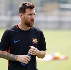 Football Player Messi, Football Players Images, Football Photos, Football Soccer, Messi Pictures, Messi Photos, Messi New Shoes, Lionel Messi Haircut, Messi Son
