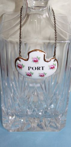 Port Decanter Label in Ditzy Rose Pattern. By Royal Adderley Pottery. Floral Ceramic on Gold Tone Metal Chain Rose Design, Vintage Gifts, Metal Chain, Decanter, Label, Pottery, Ceramics, Floral, Pink
