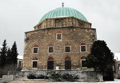 Gázi Kászim pasa dzsámija, Pécs. A Hódoltság területén a török építészeti stílus dominált, megakadályozva a reneszánsz és a barokk stílus elterjedését. A dzsámi ma keresztény templomként üzemel.