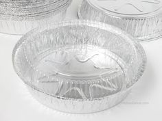 """8"""""""" Round Foil carry out pan with clear plastic lid Great pan for baking, serving, and storing: Spaghetti, rolls, family size pot pie, corn bread, cobbler, cinnamon rolls, and antipasto salad. You can"""