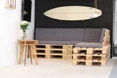 Fabriquez vous-même un canapé en palettes et donnez un style récup' à votre salon !