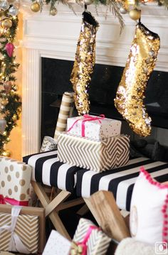 Here are 35 gold Christmas decorations and gold holiday decor. Here are some tips on how to decorate for the holidays with gold Christmas decor. Christmas Time Is Here, Merry Little Christmas, Noel Christmas, Pink Christmas, Winter Christmas, All Things Christmas, Xmas, Classy Christmas, Christmas Stockings
