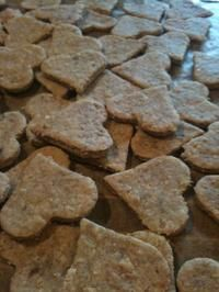 Hundekekse mit Thunfisch Dog biscuits with tuna recipe – cooking recipes – kochbar. Dog Biscuit Recipes, Dog Treat Recipes, Healthy Dog Treats, Dog Food Recipes, Cooking Recipes, Free Recipes, Homemade Dog Cookies, Homemade Dog Food, Maila