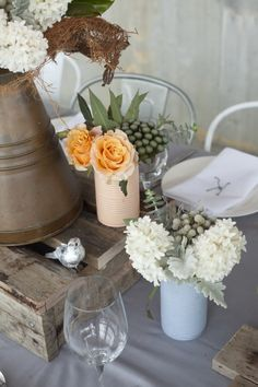 Sometimes seeming opposites work so insanely well together. Take a color palette of soft pastels and drape them over an industrial space and voila, instant wedding magic. Or photo shoot magic in this case. And a heap of vendor goodness is to be thanked. Carbine Avenue created details worthy of the coolest faux wedding (including those fab…