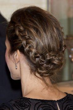 Le plein d 39 id es de tresses pour des coiffures de d esse coiffures chignons et lieux - Chignon boheme tresse ...