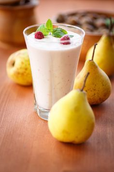 Pear and Kefir shake. Instead of Yokebe I blitz of oats and go from there. Cucumber Smoothie, Pear Smoothie, Healthy Smoothies, Smoothie Recipes, Protein Recipes, Healthy Recipes, Ninja Blender Recipes, Nutra Ninja Recipes, Pulses Recipes
