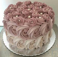 Ideas cake decorating party to get Cake Decorating Designs, Cake Decorating Techniques, Cake Designs, Cake Decorating Roses, Decorating Ideas, Pretty Cakes, Cute Cakes, Beautiful Birthday Cakes, Beautiful Cakes