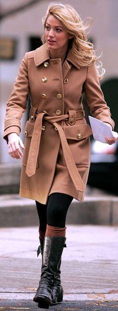 GGS1: Serena van der Woodsen in Marc by Marc Jacobs tan coat