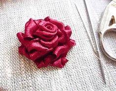 Вышиваем объемную розу лентами