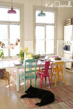 Trendy Hairstyles For Women Info: 9103847774 Woven Dining Chairs, Mismatched Dining Chairs, Kitchen Dining, Dining Room, Dining Table, Cottage Homes, Trendy Hairstyles, Outdoor Ideas, Interior Ideas