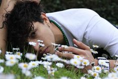 man lying down on flower bed photo – Free Human Image on Unsplash Pantalon Thai, Male Eyes, Facebook Humor, Hd Photos, Best Funny Pictures, Free Images, Beautiful Pictures, Wattpad, Books