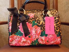 'Betsey Johnson Boston Style Bag' is going up for auction at  2pm Fri, Feb 8 with a starting bid of $30.
