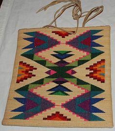 "Fraser on ""Vertically Twined Plateau Bags"" Corn husk bag from the Columbia River Plateau. Inkle Loom, Loom Weaving, Tapestry Crochet, Tapestry Weaving, Indian Quilt, Native American Baskets, Reclaimed Wood Wall Art, Natural Rug, Weaving Patterns"