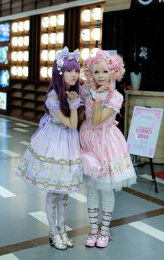 Lolita fashion is a fashion subculture originating in Japan that is based on Victorian-era clothing, but the style has expanded greatly beyond Japan. The Lolita . Harajuku Girls, Harajuku Fashion, Japan Fashion, Kawaii Fashion, Lolita Fashion, Cute Fashion, Fashion 2014, Emo Fashion, Gothic Fashion