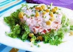 Ensalada de cangrejo, piña y huevo