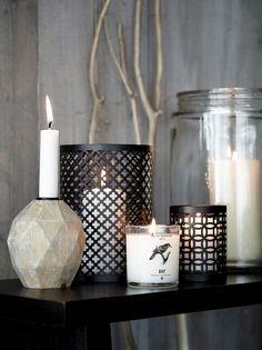 kynttilät,kynttilä,kynttilänjalka,kynttilänjalat,kynttilä asetelma,kynttilälyhty,lyhty,tuoksukynttilä,puu,olohuone