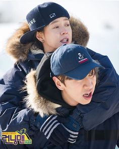 Kwang Soo piggy-backing Ji Hyo Noona - Running Man Running Man Cast, Running Man Korean, Ji Hyo Running Man, Korean Variety Shows, Korean Shows, Lee Kwangsoo, Kwang Soo, Running Humor, Lucky Ladies