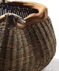 Modern basket weaving by reyna Weaving Projects, Weaving Art, Hand Weaving, Weaving Patterns, Willow Weaving, Basket Weaving, Rattan, Modern Baskets, Birch Bark