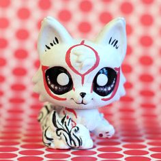 I've seen tons of Amaterasu LPS customs so I decided to make mine in a more chibi style than the others ^_^ I painted the markings so that the brush str. Chibi Amaterasu from Okami LPS custom Little Pet Shop, Little Pets, Lps Customs For Sale, Lps For Sale, Custom Lps, Crea Fimo, Lps Accessories, Lps Toys, Lps Littlest Pet Shop
