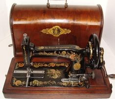 Singer ~ Hand Crank Machine ... Can you even imagine if we still had to use HAND-cranked machines today ???