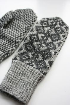 Tsahkal-Lapaset Mittens by Pia Tuononen. Knitted Mittens Pattern, Knit Mittens, Knitted Gloves, Knitting Patterns, Knitting Projects, Knitting Accessories, Sock Yarn, Knit Or Crochet, Yarn Crafts