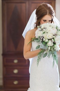 Bride Getting Ready | | Glamorous Winter Wedding | The Jon Hartman Photography Co | Bridal Musings Wedding Blog