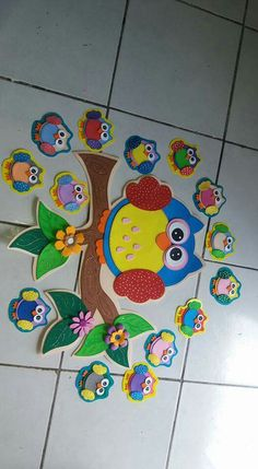 Lechuzas                                                                                                                                                                                 Más Kids Crafts, Foam Crafts, Diy And Crafts, Arts And Crafts, Paper Crafts, Paper Toys, Birthday Charts, School Decorations, Owl Art