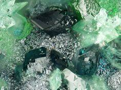 Keyite, Cu++3(Zn,Cu)4Cd2(AsO4)6•2(H2O), Tsumeb Mine, Otjikoto Region, Namibia. Fov 0,7 mm. Copyright: Stephan Wolfsried