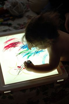 great article about the light table on Montessori Ici