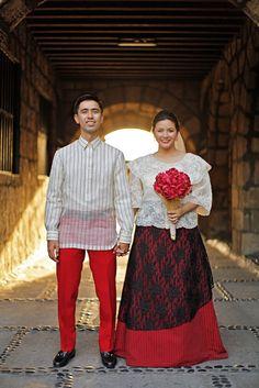 Celebrity Wedding: Charlie Fernandez and Paula Peralejo Filipiniana Wedding Theme, Modern Filipiniana Dress, Wedding Gowns, Sister Wedding, Red Wedding, Traditional Fashion, Traditional Dresses, Barot Saya, Filipino Wedding